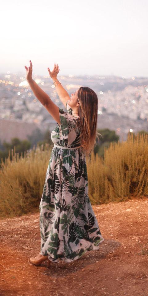 Thais-Adoring-in-Jerusalem